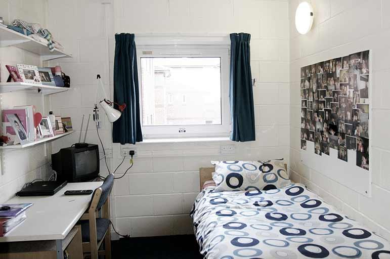 Meridian Court bedroom image