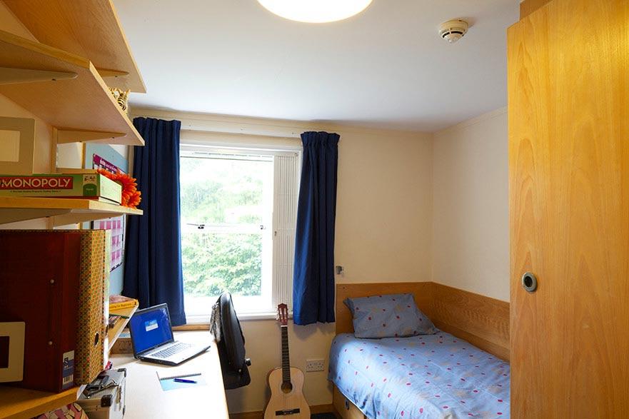 Peverell bedroom image