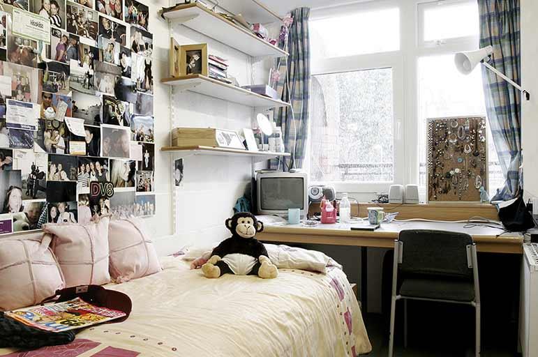 Hampden Court bedroom image