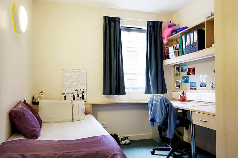 Gill Street bedroom