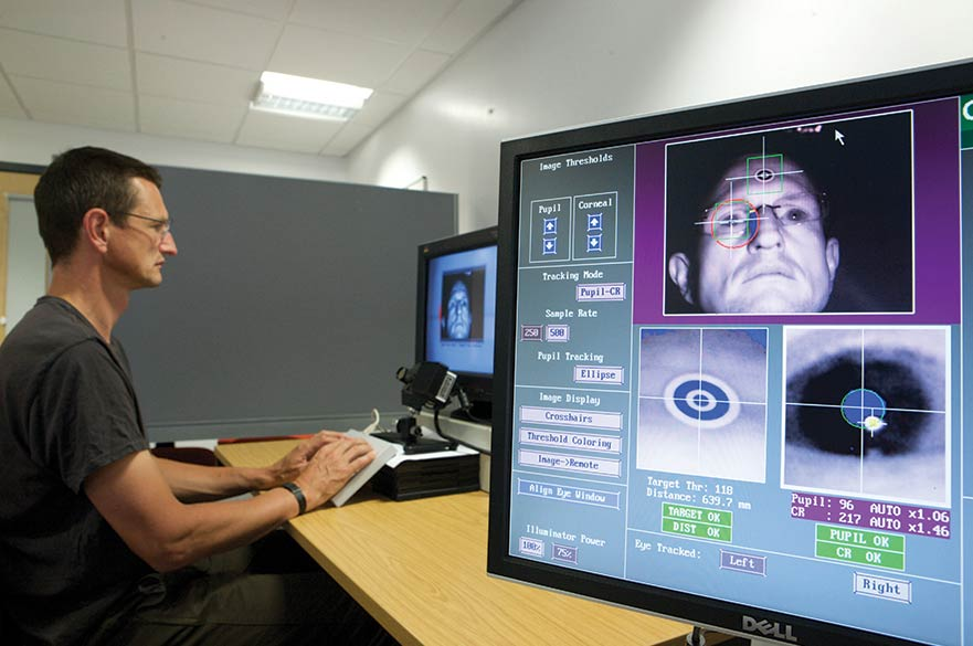 Student at screen in psychology lab