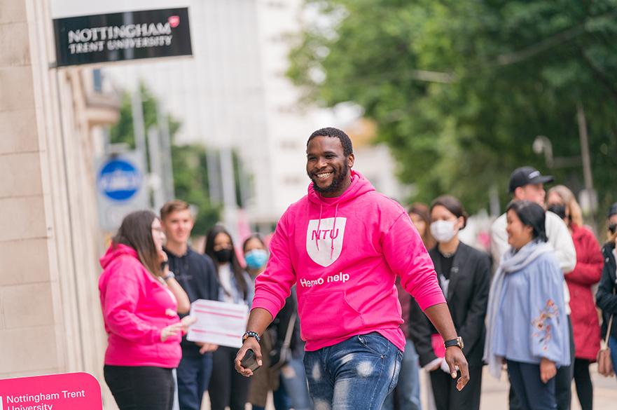 Student Ambassador delivering a Campus Tour