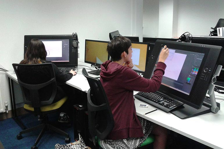 Students using pc's
