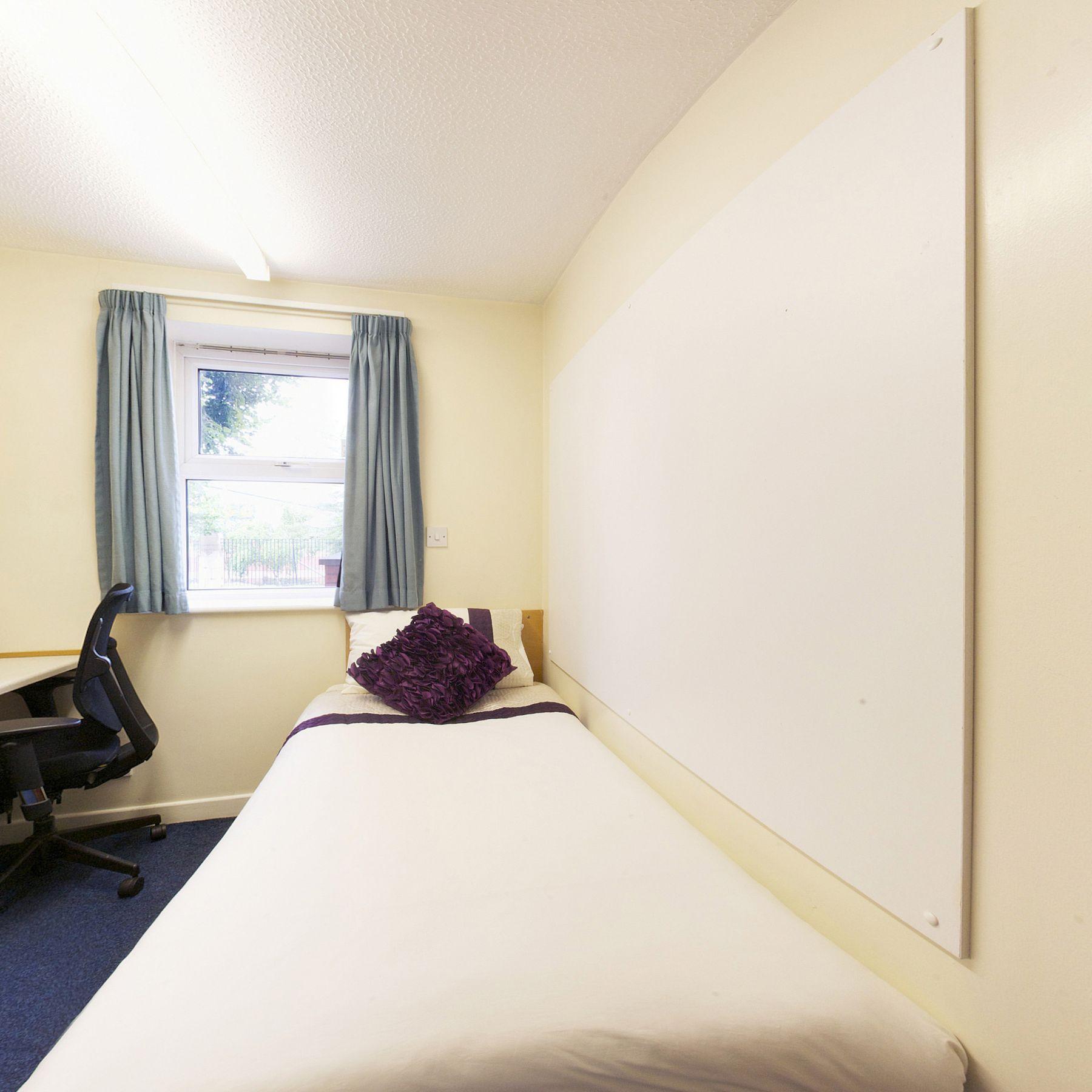 Norton Court bedroom