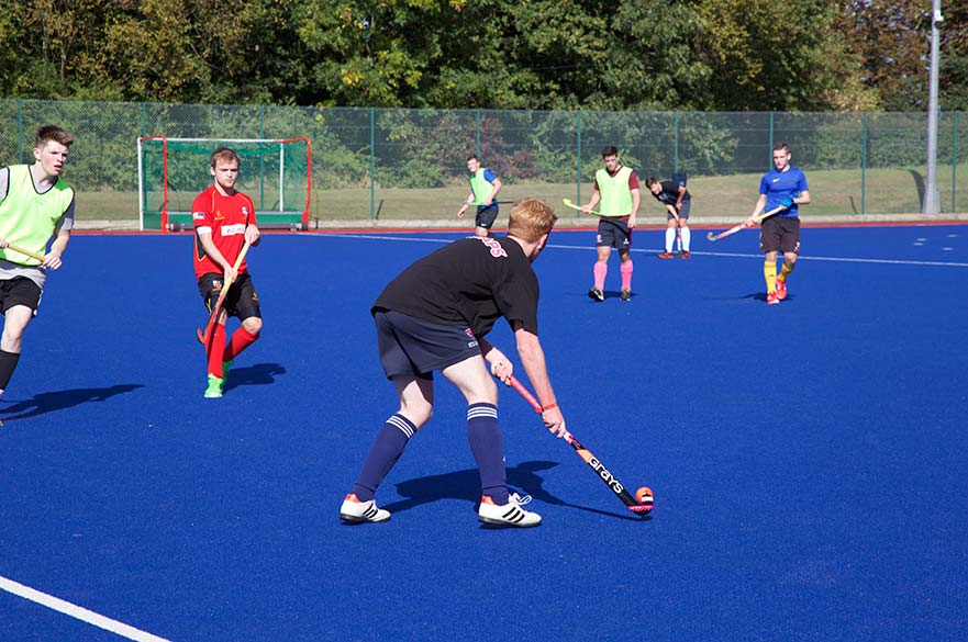 students-playing-hockey-at-Welcome-Week