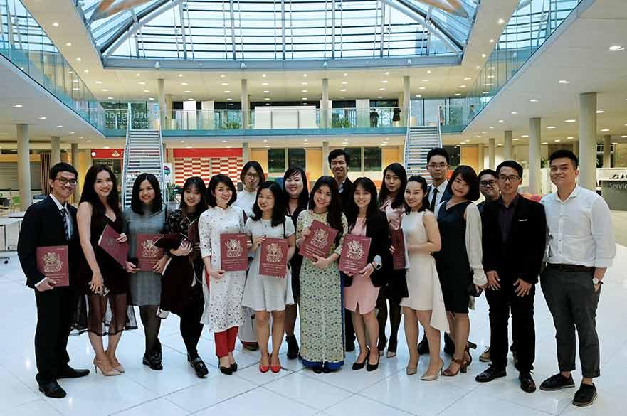 vietnamese students big group sae