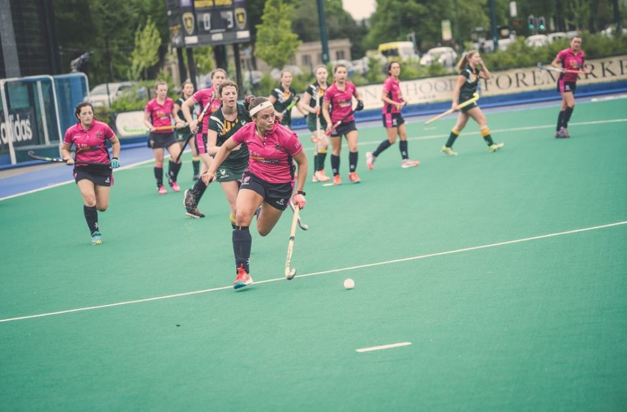 NTU Female hockey player running alone with the ball