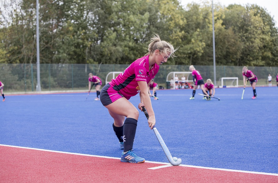 NTU Women's Hockey player about to play a penalty corner