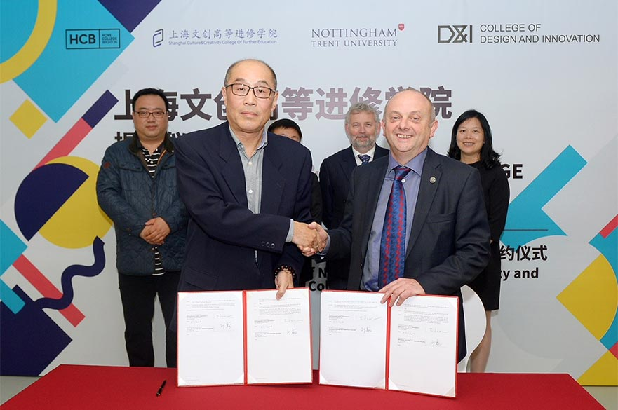 Professor Edward Peck, Vice-Chancellor of NTU (right) with Mr Liu Wei, Chancellor of SCCC