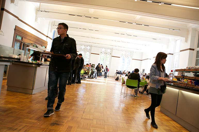 students in Arkwright dining hall