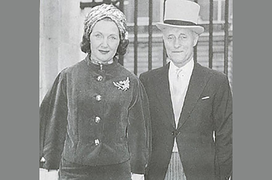 John and Lucille van Geest photographed outside Buckingham Palace in 1966.