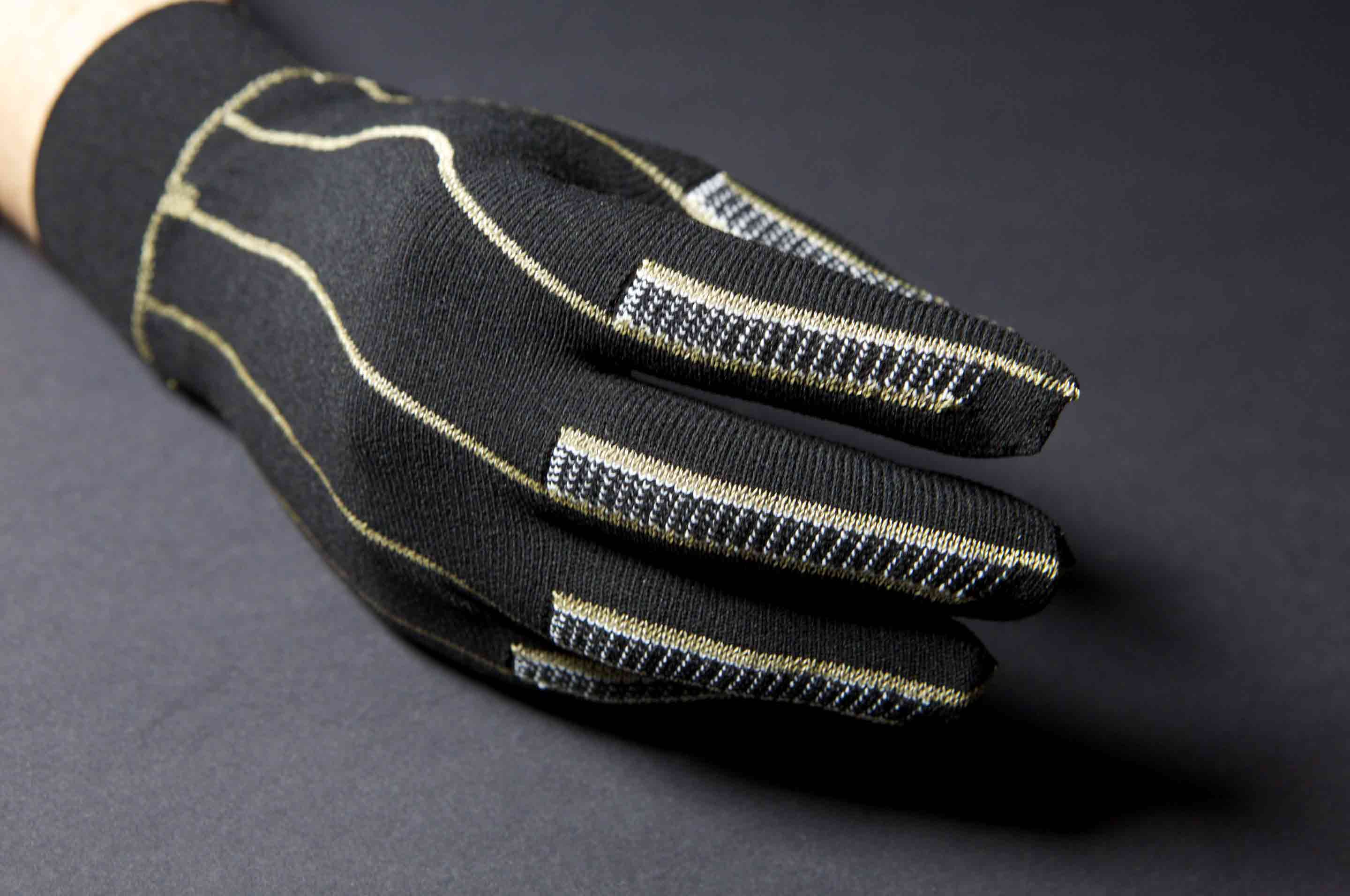 Knitted heated glove