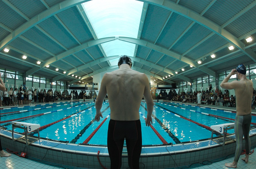 swimmer preparing to race